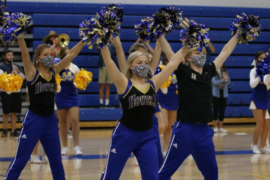 Oct.+7%2C+Golden+Girl%27s+and+Co.+cheer+at+Howell%27s+first+virtual+Pep+Assembly.+