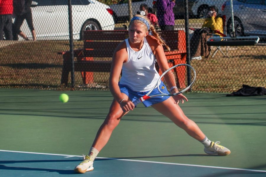 Oct.+6%2C+senior+Audrey+McDonnel+swings+a+backhand+at+GAC+South+Championship.+