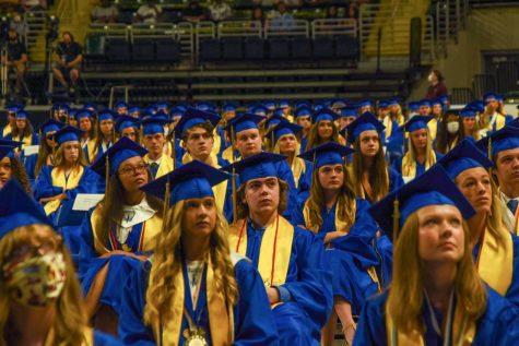 Should Howell let seniors decorate graduation caps?